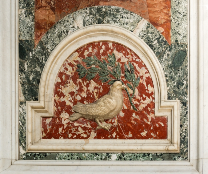 Dove_olive_branch_relief_Saint_Peter's_Basilica_Vatican_City.jpg