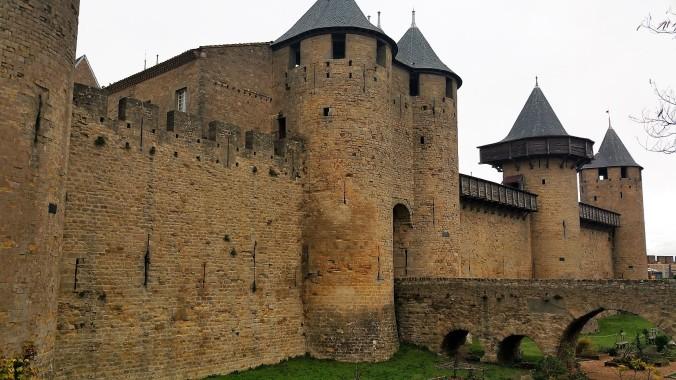 remparts carcassonne renové