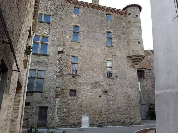 slott 1500tal peyriac
