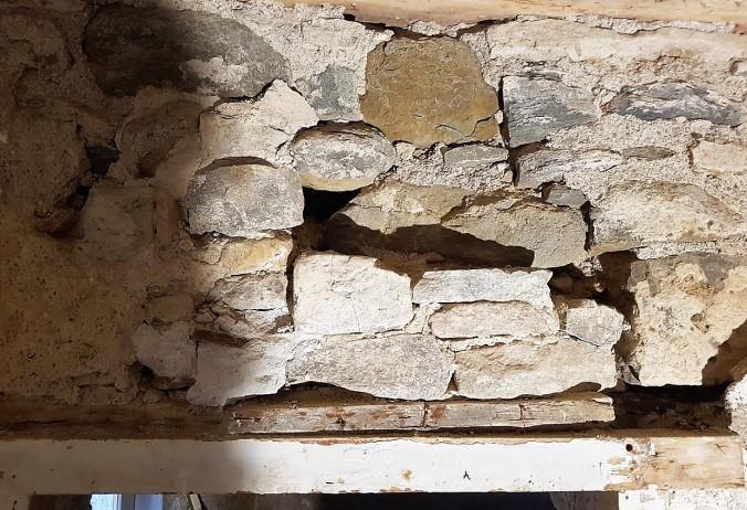 slarvigt murad vägg
