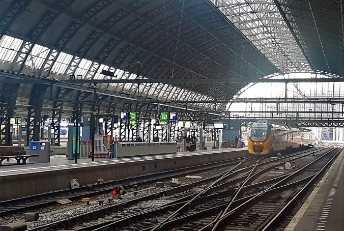 vänthall Amsterdam tåg