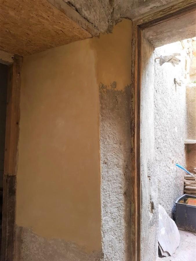 vägg växer fram