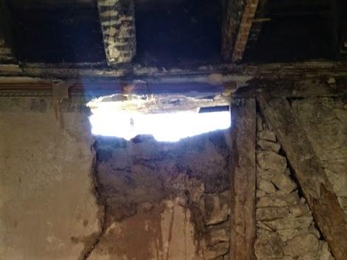 Salen andreaskors hål vägg